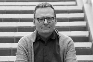 """James Robinson, autor de """"Por qué fracasan los países"""": """"La sociedad necesita ser más inclusiva para poder llevar a Chile al siguiente nivel"""""""